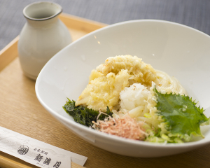 近江黒鶏の天ぷらぶっかけうどん