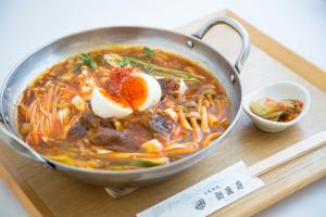 神戸牛すじと、無添加赤味噌の旨辛チゲ鍋