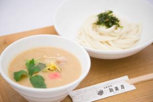 丹波産美肌豚と三種の生麩の無添加白味噌のつけ麺